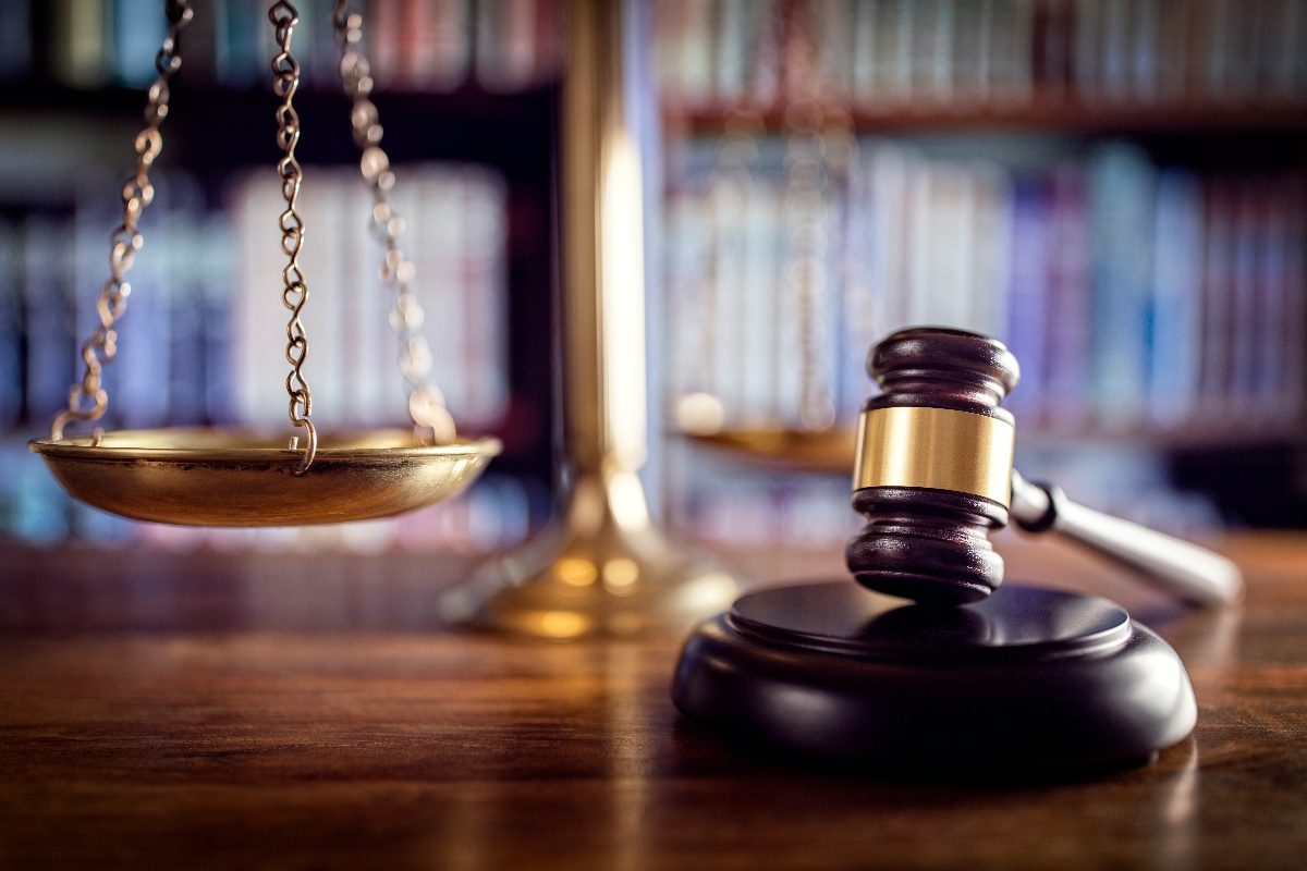 gavel-scales-of-justice-and-law-books-P6F8T5D-1